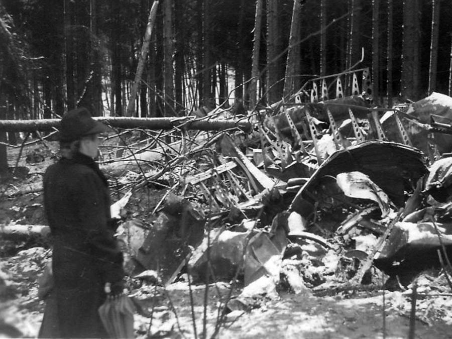 Trümmer des britischen Halifax-Bombers. Foto: Albert Buck.