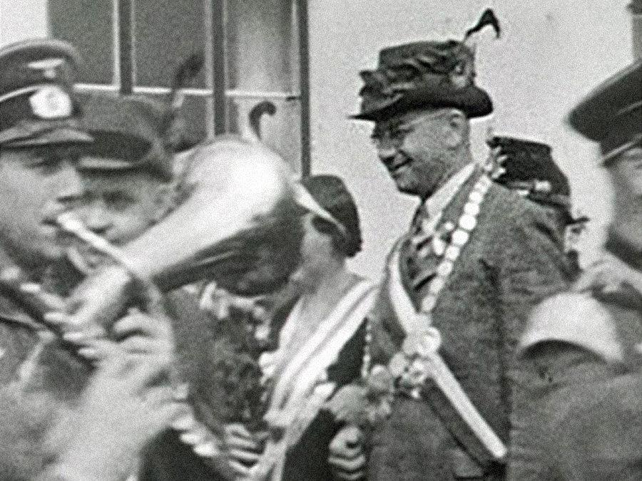 Hermann Eiter (NSDAP) als Schützenkönig.