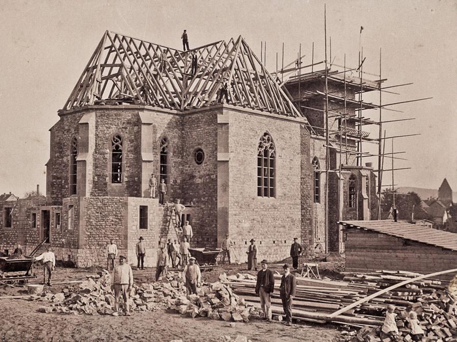 Herz-Jesu-Kirche in Halle Westfalen im Bau durch Firma Grottendieck 1908 gestiftet durch Julia von Korff-Schmising