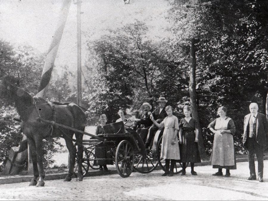 Schlagbaum an der Alleestraße vor dem Abbau 1922.