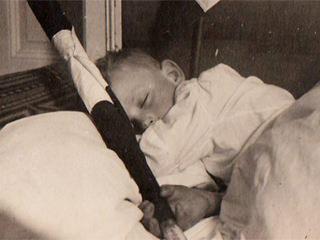 Hitlerjunge mit Wimpel
