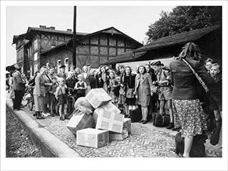 Kinder am Haller Bahnhof