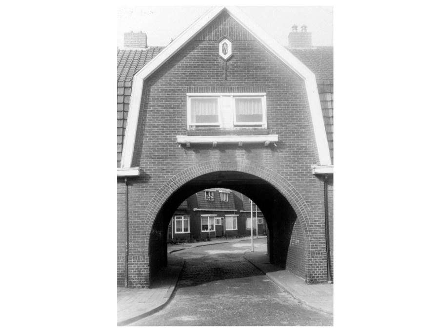 Zugang zur Lantmanstraat in Borne. Foto: Gemeentearchief Borne.