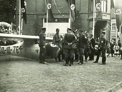 Taufe eines Segelflugzeug für die Haller Flieger-Hj während der Westfalenfahrt der Alten Garde der NSDAP.