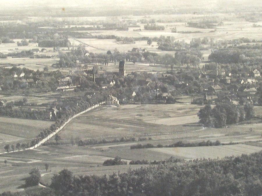 Die Kreisstadt Halle Westfalen 1908. Blick vom Teutoburger Wald (Egge) auf die Wertherstraße. Leihgabe von Familie Mickler.