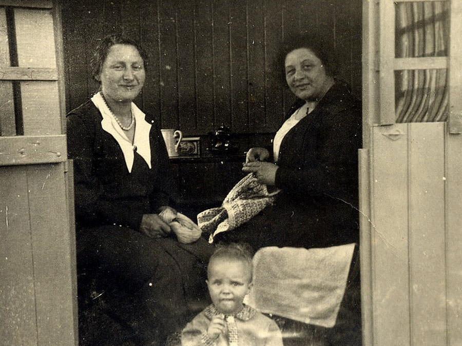 Die Schwestern Ida Herzberg und Thekla Isenberg in der Gartenlaube um 1932