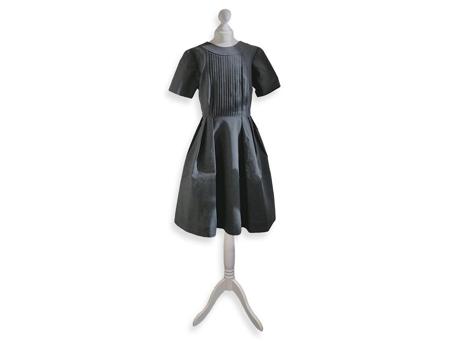 Maßgeschneidertes Kleid für eine junge Dame.