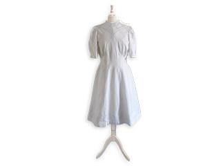 Kleid aus Hakenkreuzfahne