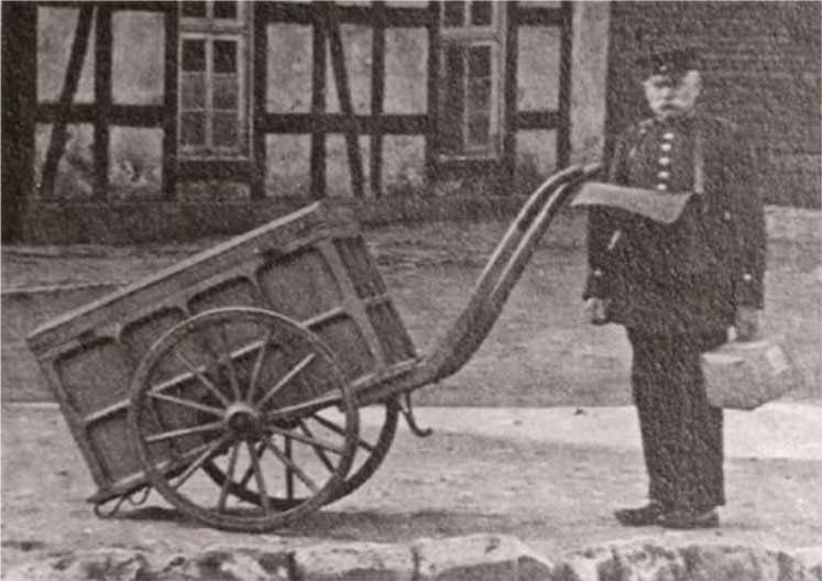 Brief- und Paketzustellung in Halle/Westfalen um 1900